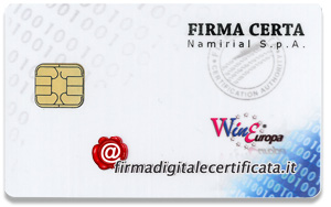 La SMART CARD � una scheda delle dimensioni di una carta di credito con un chip che contiene il certificato di firma. Per essere utilizzata � necessario un lettore di smart card e il software installato nel pc. Costa meno ma � sicuramente meno pratica del Token.